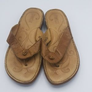 Born thong sandals